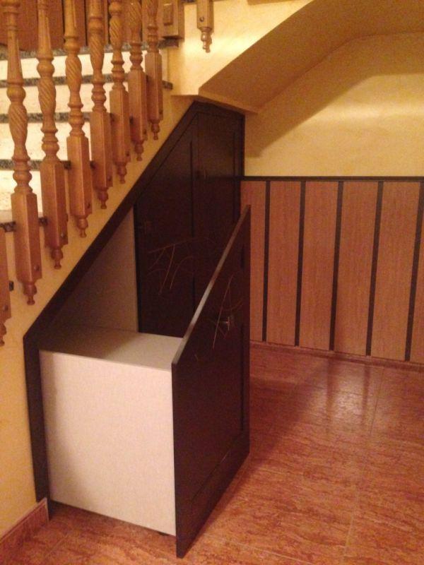 Armario debajo de la escalera muebles los pepotes for Armario debajo escalera